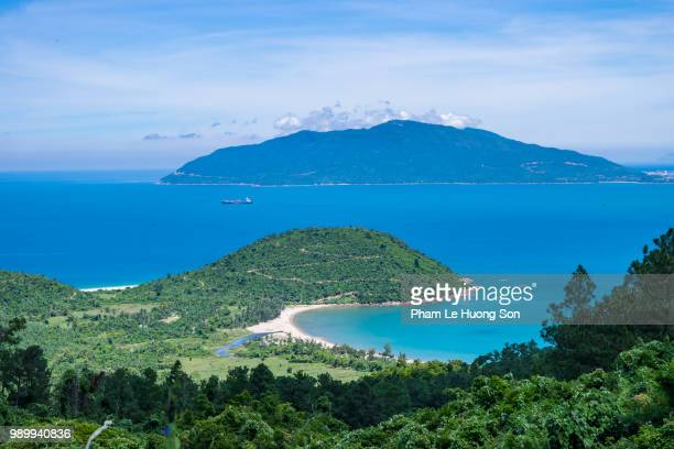 son cha island and son tra peninsula viewed from hai van pass. - peninsula stock pictures, royalty-free photos & images