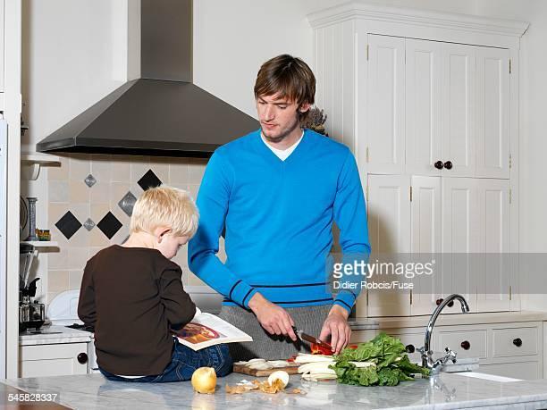 son helping father prepare meal - didier gentil photos et images de collection