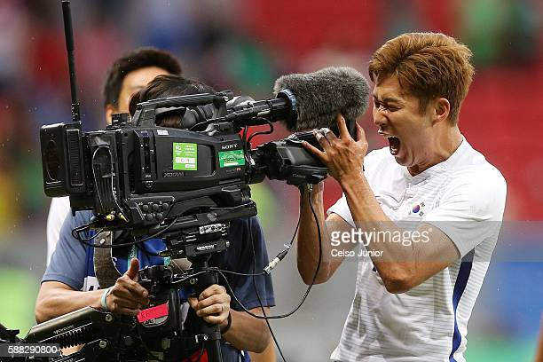 Son Heungmin of South Korea celebrate the victory during the Group C match between Mexico v South Korea of the Rio 2016 Olympic Games at Mane...