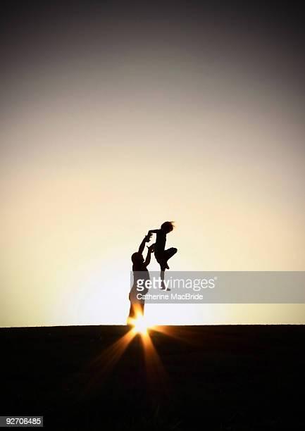 son rise at sunset - catherine macbride photos et images de collection