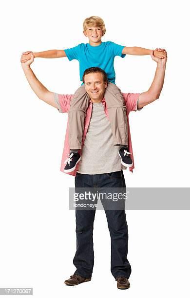 Sohn sitzt auf den Schultern der Väter-isoliert