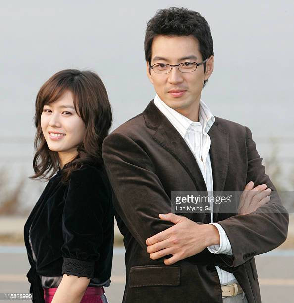 Son YeJin and Song ilKuk during Son YeJin and Song ilKuk on Location for 'The Art of Seduction' October 26 2005 at Han River in Seoul South South...