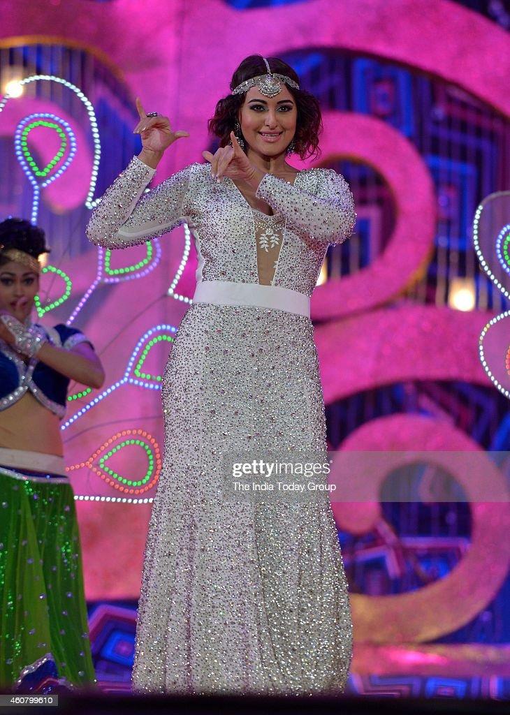 Sonakshi Sinha at Big Star Entertainment Awards 2014 in Mumbai