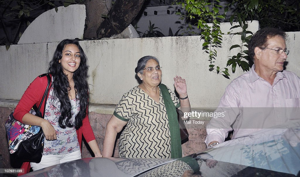 Sonakshi Sinha with Salman Khan`s parents Salim and Salma Khan at the screening of the film Tere Bin Laden in Mumbai on July 15 2010