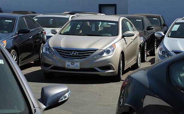 Hyundai Dealership Los Angeles >> 2011 Sonata Sedans At A Hyundai Dealersh Pictures Getty Images
