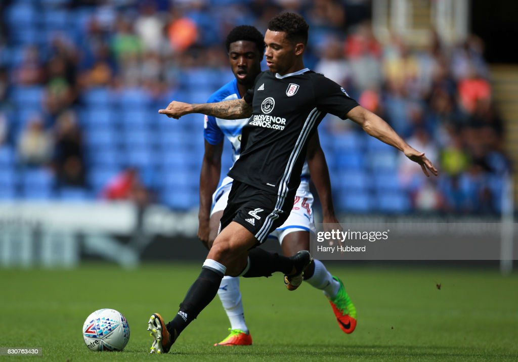 Sone Aluko of Reading and Ryan Fredericks of Fulham in action during the Sky Bet Championship match between Reading and Fulham at Madejski Stadium on August 12, 2017 in Reading, England.