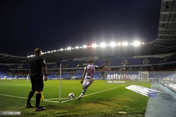 Sone Aluko of Reading FC takes a corner during Carabao Cup Second Round match between Reading FC and Luton Town at Madejski Stadium on September 15...
