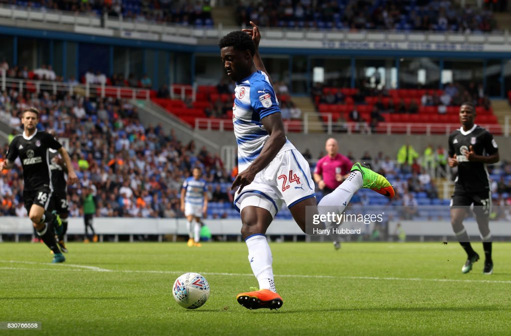 Sone Aluko of Reading in action during the Sky Bet Championship match between Reading and Fulham at Madejski Stadium on August 12, 2017 in Reading, England.
