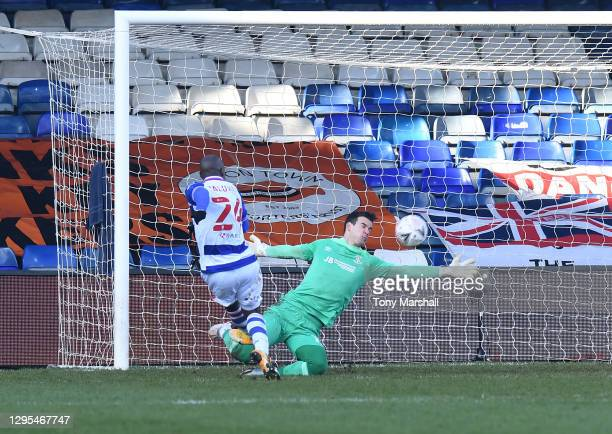 Sone Aluko of Reading shoots wide of the goal during the FA Cup Third Round match between Luton Town and Reading at Kenilworth Road on January 09,...