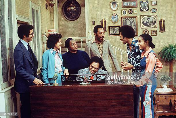 S MY MAMA Song and Dance Man Season One 12/11/74 Clifton falls in love with Lola McBee a nightclub performer's voluptuous foil Lisle Wilson Lynne...