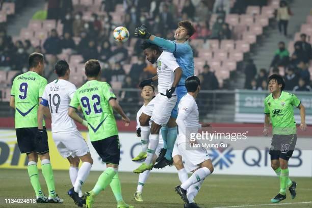 Song Bum-Keun of Jeonbuk Hyundai Motors in action during the AFC Champions League Group G match between Jeonbuk Hyundai Motors and Beijing Guoan at...