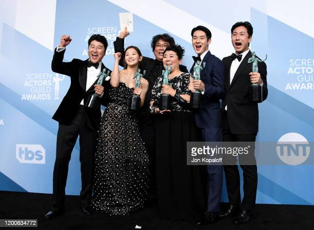 Song Kang Ho, So-dam Park, Bong Joon-ho, Jeong-eun Lee, Woo-sik Choi, and Sun-kyun Lee, winners of Outstanding Performance by a Cast in a Motion...