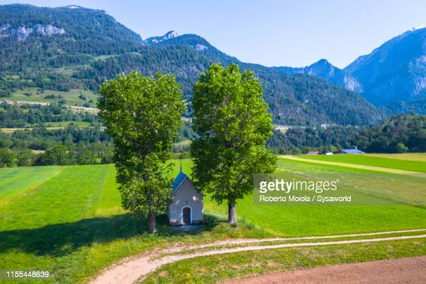 song mang (kirche) chapel, bonaduz, switzerland - kirche stock pictures, royalty-free photos & images