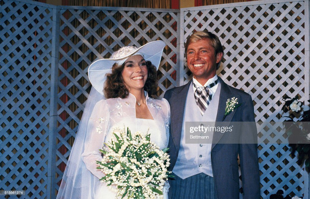 Karen Carpenter and Thomas Burris After Wedding : Fotografía de noticias