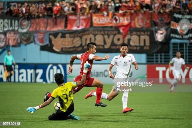 Song UiYong of Home United is challenged by Muhammad Rizky and Vava Mario Yagalo of Persija Jakarta during the AFC Cup Zonal Semi final between Home...