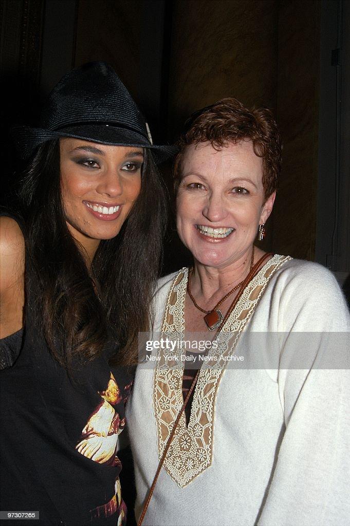 Songbird Alicia Keys Left And Her Mother Terry Augello C