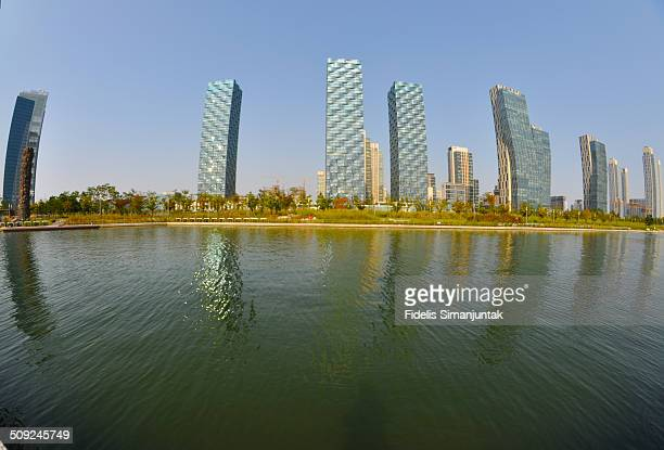 songdo cityscape and and seawater canal - songdo ibd stock pictures, royalty-free photos & images