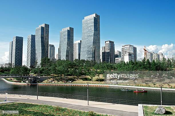 songdo new town - songdo ibd stock pictures, royalty-free photos & images