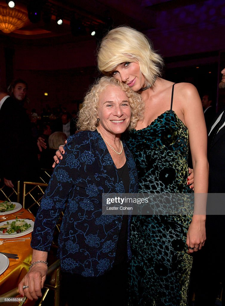 Songwriter Carole King (L) and honoree Taylor Swift attend The 64th Annual BMI Pop Awards, honoring Taylor Swift and songwriting duo Mann & Weil, at the Beverly Wilshire Four Seasons Hotel on May 10, 2016 in Beverly Hills, California.