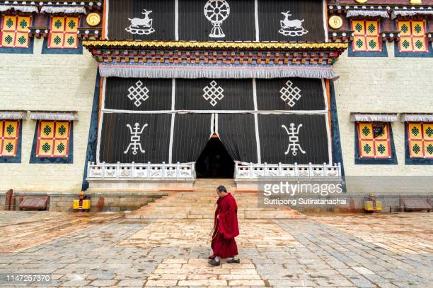 songzanlin temple also known as the ganden sumtseling monastery, is a tibetan buddhist monastery in zhongdian city( shangri-la), yunnan province china and is closely potala palace in lhasa - ganden sumtseling klooster stockfoto's en -beelden