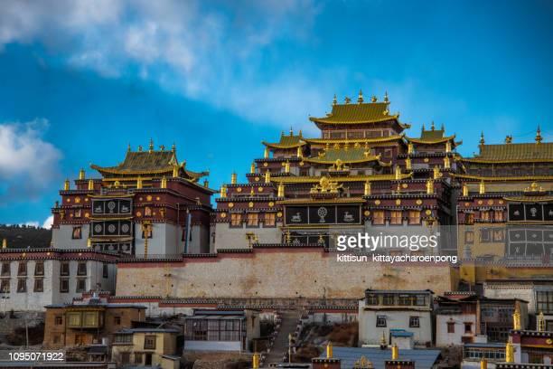 songzanlin temple yunan zhongdian china - shangri la stockfoto's en -beelden