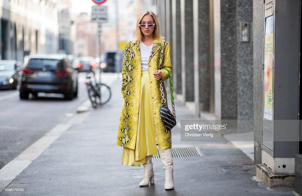Street Style: September 20 - Milan Fashion Week Spring/Summer 2019 : Photo d'actualité