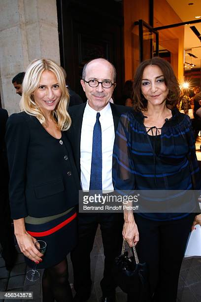 Sonia Rykiel JeanMarc Loubier standing between Lola Burstein and her mother Nathalie Rykiel attend the Sonia Rykiel show as part of the Paris Fashion...