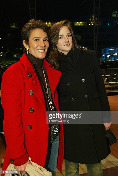 Sonja Bogner Mit Tochter Florinda Bei Feier Zu 70 Jahre Sport Style Auf Dem Münchener Airport Center