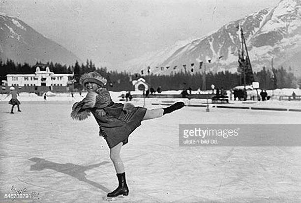 Sonja Henie Sonja Henie * Athlete figure skater Norway at the 1924 Winter Olympics in Chamonix 1924 Vintage property of ullstein bild