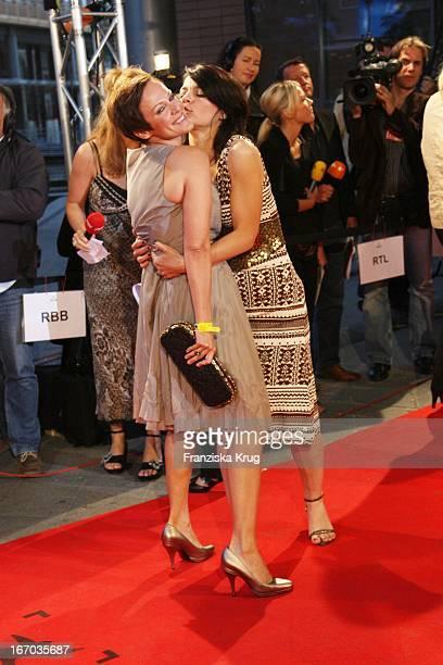 Sonja Kirchberger Und Jasmin Tabatabai Bei Der Ankunft Zur Verleihung Der First Steps Awards Am 280807 In Berlin