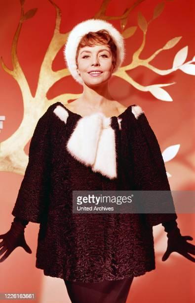 Sonja Ziemann deutsche Schauspielerin Sängerin und Tänzerin Deutschland 1960er Jahre German actress singer and dancer Sonja Ziemann Germany 1960s