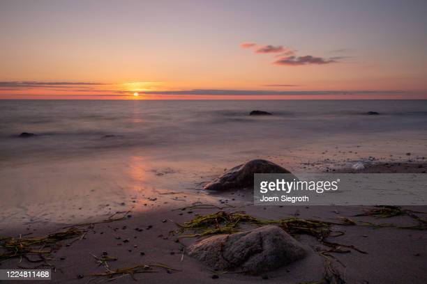 sonnenaufgang auf fehmarn - sonne stock pictures, royalty-free photos & images