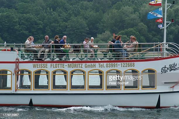Sonnendeck TouristenDampfer Europa SteuerbordSeitenansicht Müritz Mecklenburgische Seenplatte MecklenburgVorpommern Deutschland Europa Müritzsee...