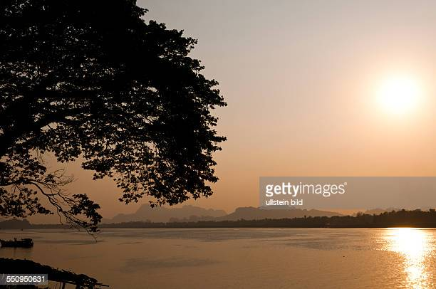 Sonnenuntergang am Thanlwin Fluss