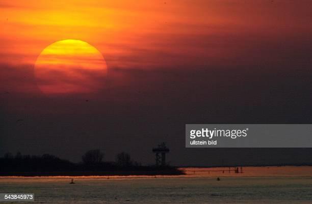 Sonnenuntergang an der Elbe in Höhe von Teufelsbrück