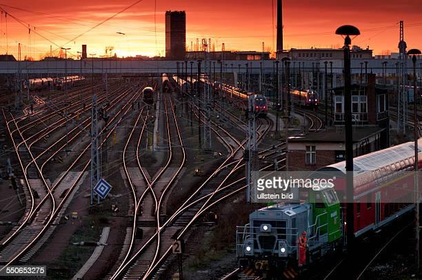 Sonnenuntergang über den Bahnanlagen am Bahnhof BerlinLichtenberg