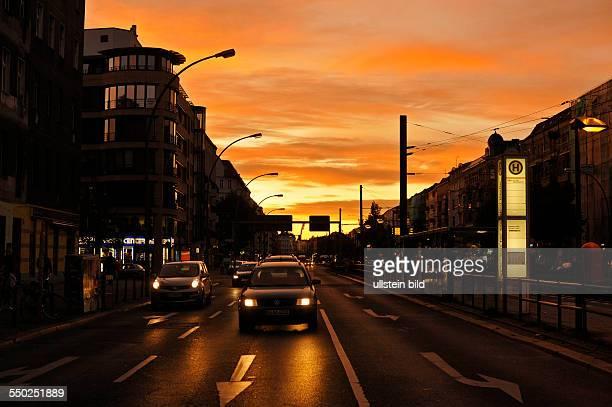 Sonnenuntergang über der Danziger Straße in BerlinPrenzlauer Berg