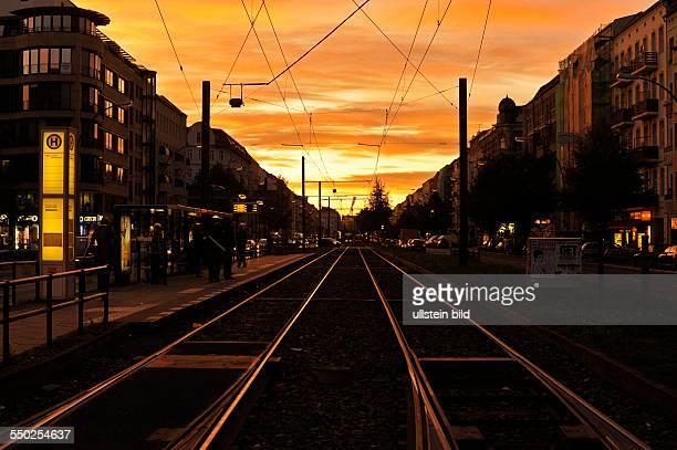 Sonnenuntergang über der Danziger Straße in Berlin-Prenzlauer Berg