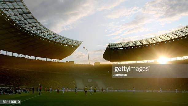 Sonnenuntergang im in Rauch vernebelten OLympiastadion Fussball DFB Pokal Finale BVB Borussia Dortmund Vfl Wolfsburg