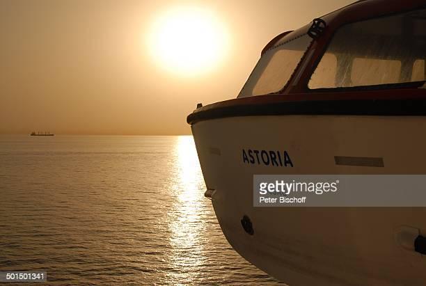 Sonnenuntergang und Rettungsboot Kreuzfahrtschiff MS Astoria Asien Schiff Wasser Meer Reise BB DIG PNr 603/2008
