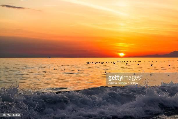 Sonnenuntergang,Wellen und Meer