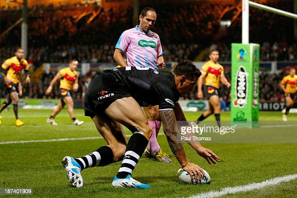 Sonny Bill Williams of New Zealand scores his second try during the Rugby League World Cup Group B match between New Zealand and Papua New Guinea at...
