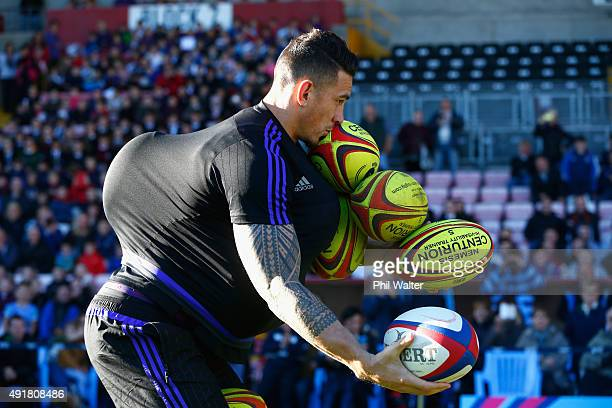 DARLINGTON ENGLAND OCTOBER Sonny Bill Williams of the All Blacks attempts to hold as many balls as he can during a New Zealand All Blacks Community...