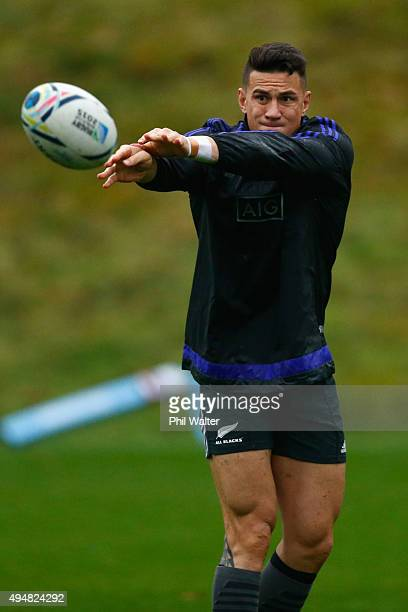 BAGSHOT ENGLAND OCTOBER Sonny Bill Williams of the All Blacks passes a New Zealand All Blacks training session on October 29 2015 in Bagshot United...