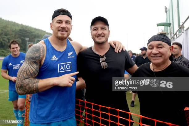 Sonny Bill Williams of the All Blacks poses with lead singer Matiu Walters of Six60 following the New Zealand Captain's Run at Jissoji Tamokuteki...
