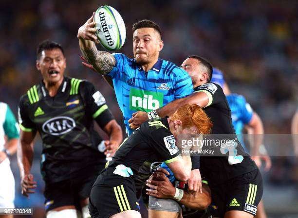 Sonny Bill Williams of the Blues offloads the all during the round 12 Super Rugby match between the Blues and the Hurricanes at Eden Park on May 11...