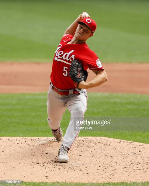 Sonny Gray of the Cincinnati Reds pitches in the first inning against the Milwaukee Brewers at Miller Park on August 09, 2020 in Milwaukee, Wisconsin.