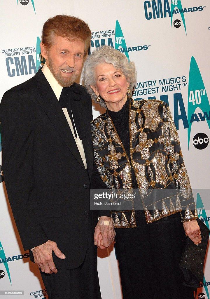 The 40th Annual CMA Awards - Arrivals