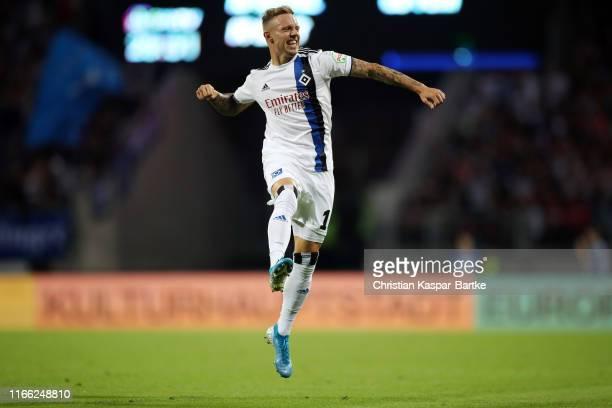 Sonny Kittel of Hamburg celebrates his team's second goal during the Second Bundesliga match between 1. FC Nuernberg and Hamburger SV at...