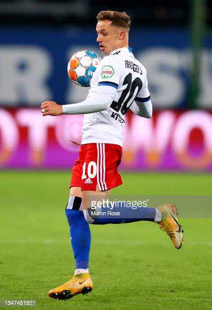 Sonny Kittel of Hamburger controls the ball during the Second Bundesliga match between Hamburger SV and Fortuna Düsseldorf at Volksparkstadion on...